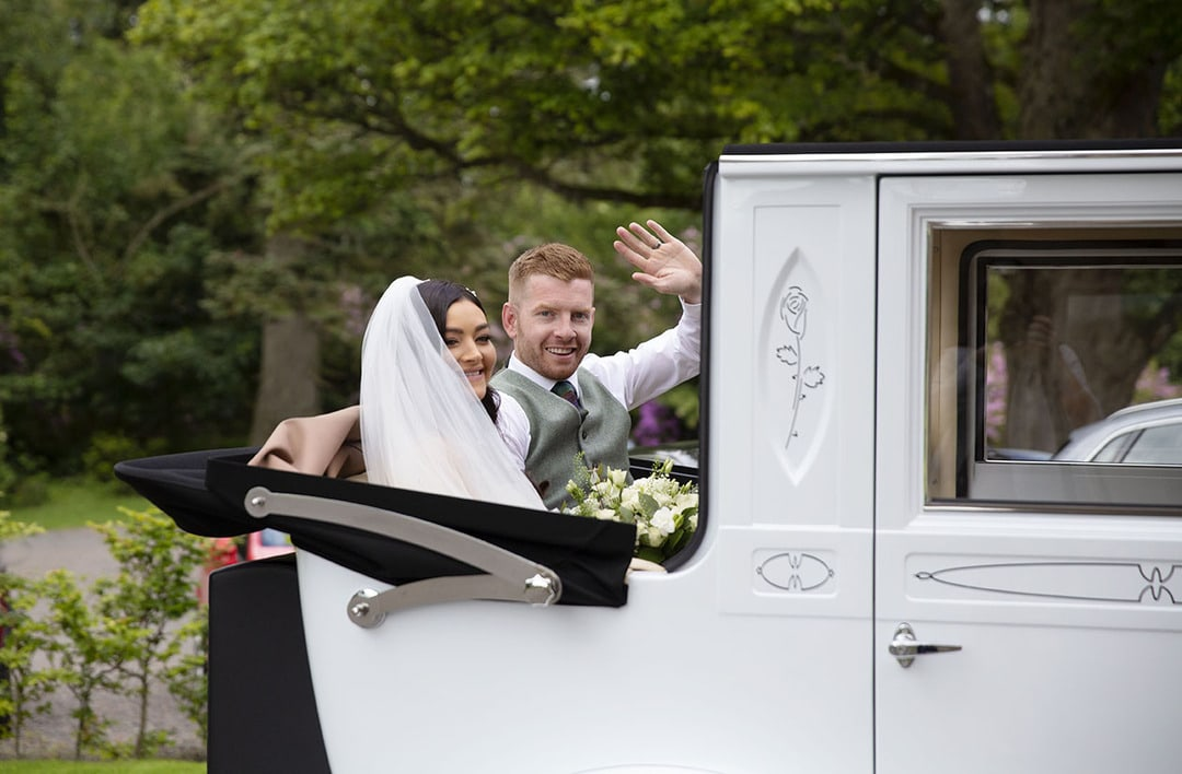 Bride and Groom arrive at Cornhill Castle on wedding day